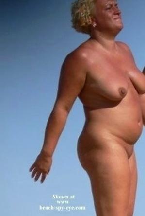 mature nudists,nude,on  beach,women,