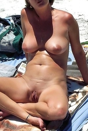 amateur photos,busty nudists,hidden camera,on  beach,shaved pussies,