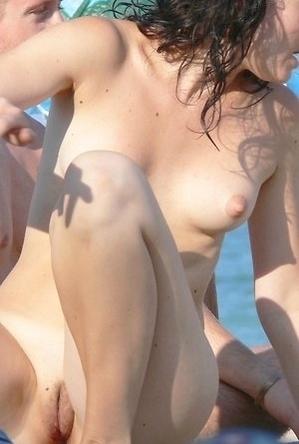 legs,nude,on  beach,spreads,voyeurs,