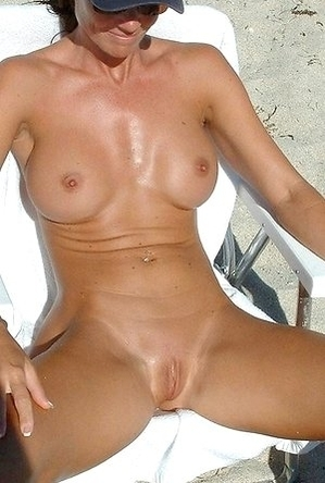 busty nudists,hidden camera,legs,naked girls,on  beach,pussy,shaved pussies,spreads,
