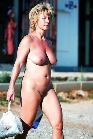 busty nudists,hot nudists,mature nudists,naked girls,on  beach,pussy,