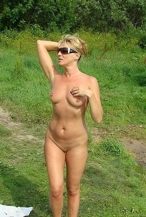 blonde women,mature nudists,nude,on  beach,sexy milf,shaved pussies,