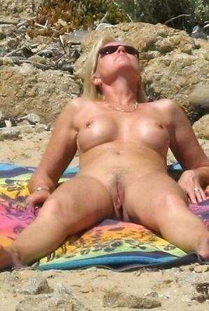 hidden camera,on  beach,pussy,