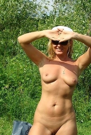blonde women,busty nudists,mature nudists,nude,on  beach,sexy milf,shaved pussies,
